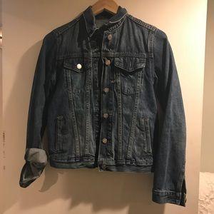 Gap medium wash jean jacket (XS)